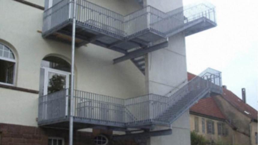 Schule sanieren (Treppe)